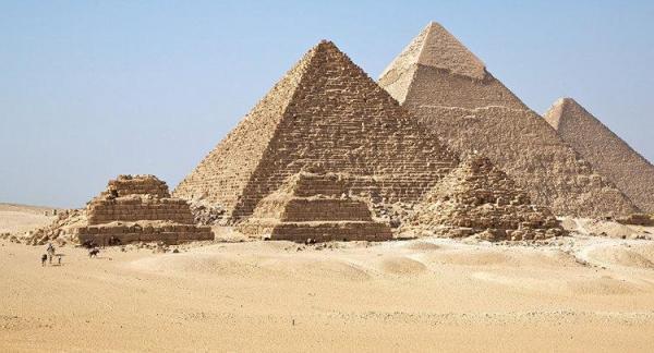 عکسهای نیمه برهنه مدل مصری جنجال به پا کرد