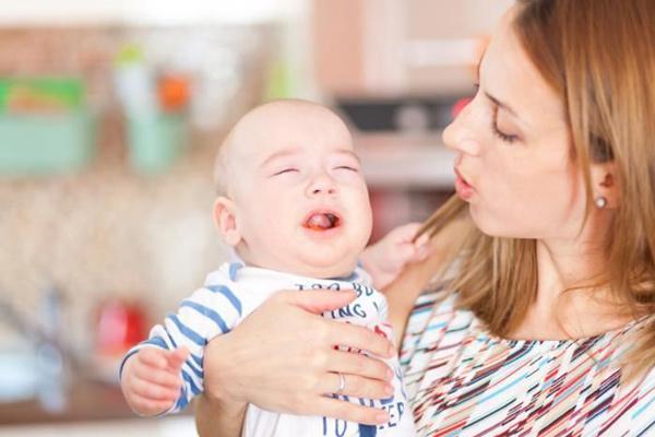 12 روش آرام کردن گریه نوزاد