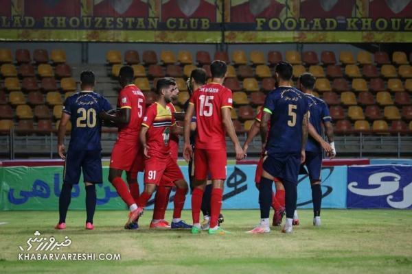 9 تصویر از شب جنجالی فوتبال ایران، صحنه های تلخ درگیری شاگردان قلعه نویی و نکونام